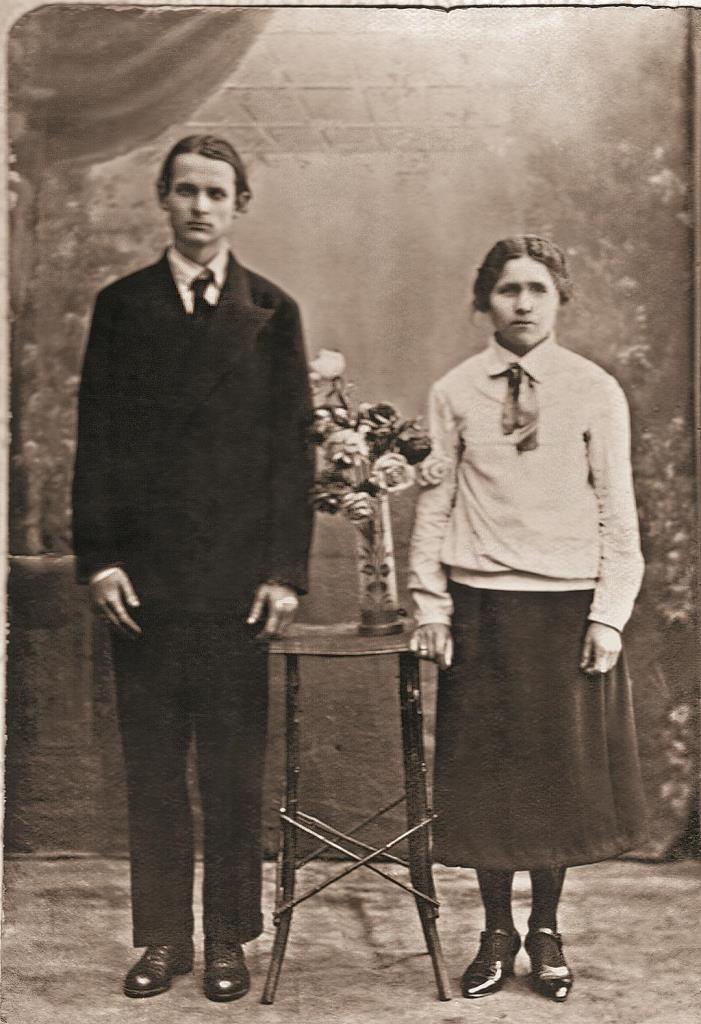 Псаломщик Борис и староста Мария в день венчания. Псков. Февраль 1934 г.