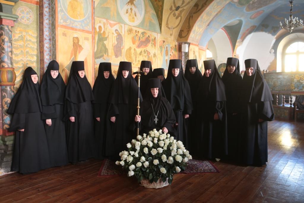 Игумения Викторина с сестрами обители. Фото В. Ходаков