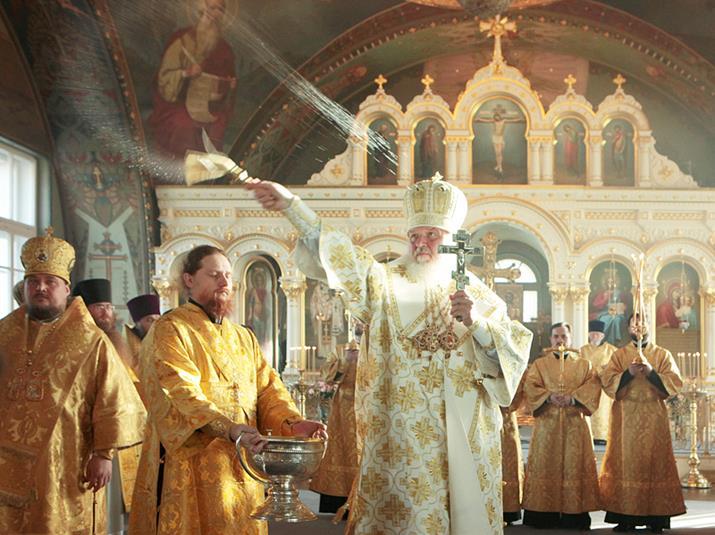 Святейший Патриарх КИРИЛЛ совершает великое освящение храма Казанской иконы Божией Матери. 7 ноября 2010 г. Фото Пресс-службы Патриарха Московского и всея Руси.