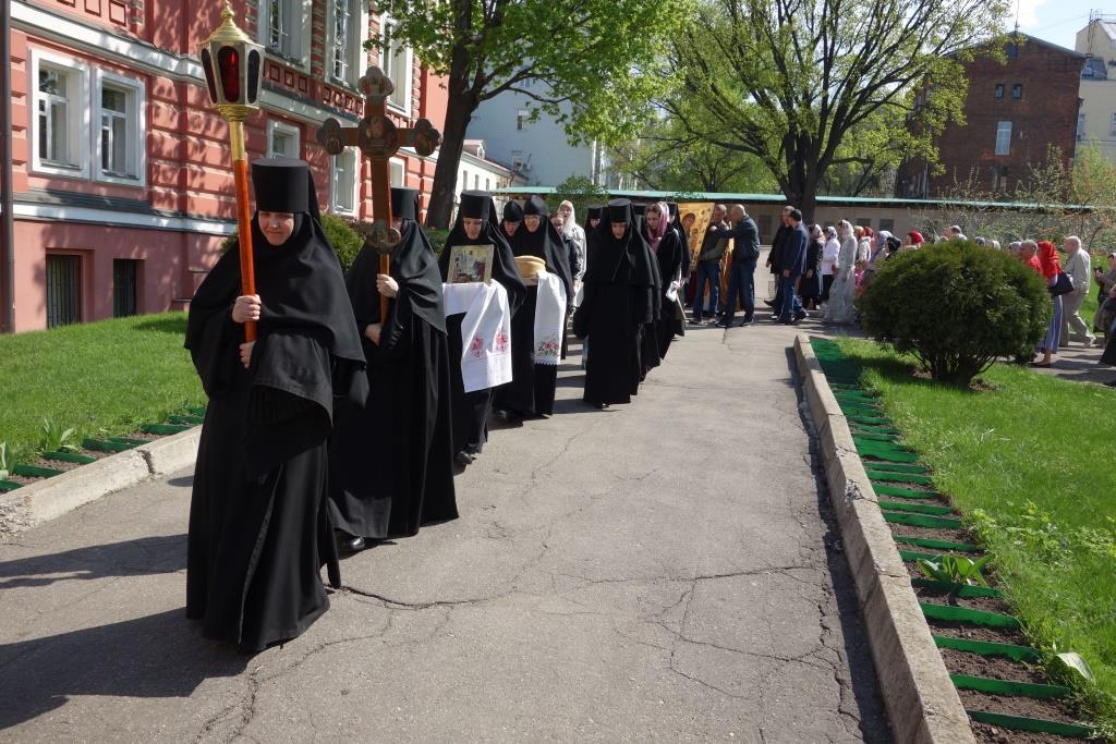 Крестный ход со святыней обители - Иверской иконой Пресвятой Богородицы. 3 мая 2016 г.