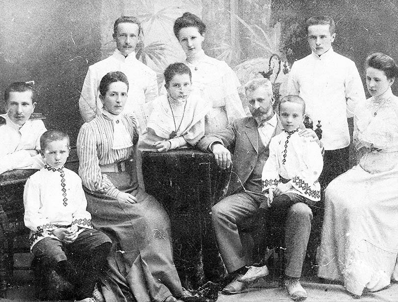 Граф Александр Александрович Эйлер с супругой Софьей Николаевной и детьми