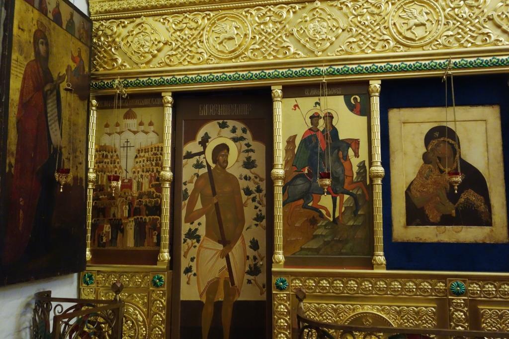Фрагменты иконостаса собора и Боголюбская икона Пресвятой Богородицы