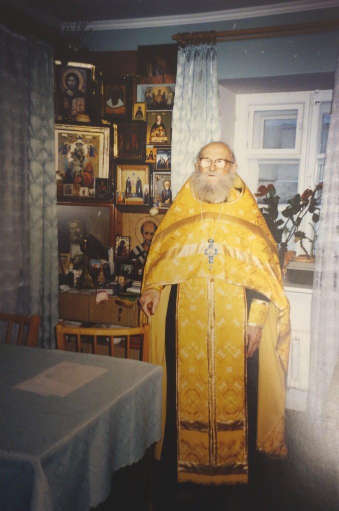 Протоиерей Борис Николаев в своей келье. 2005 г. (последняя фотография батюшки) Фото из архива монастыря.