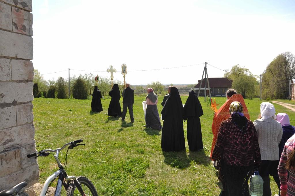 Начало крестного хода. Пасхальный период 2016 года. Подворье монастыря в с. Федоровское
