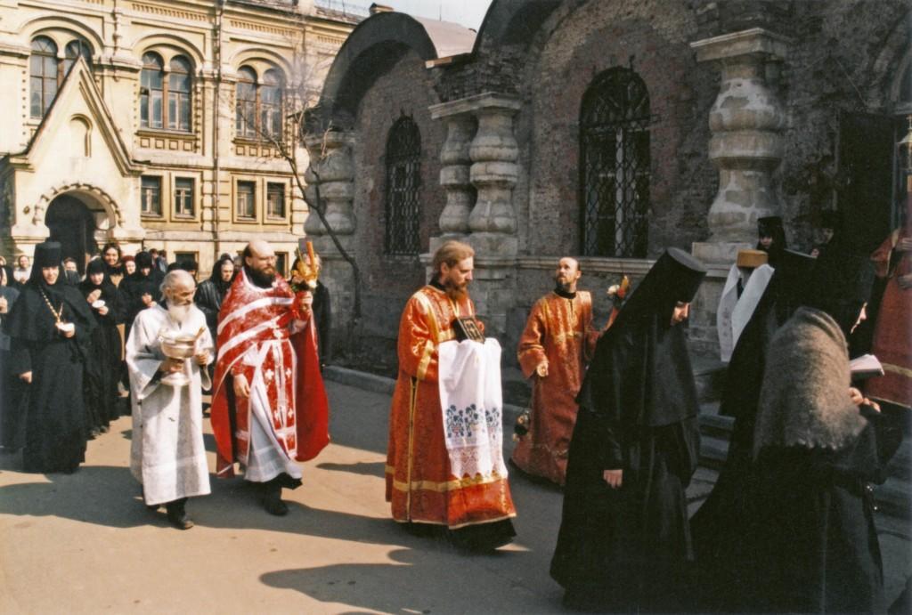 Пасхальный крестный ход на Светлой седмице. Фото 1995 г.