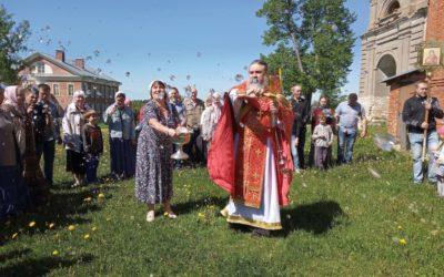 На подворье обители состоялось воскресное богослужение