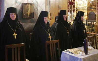 В Серафимо-Дивеевском монастыре начала работу конференция «Богослужение и молитва как средоточие жизни монашеского братства»