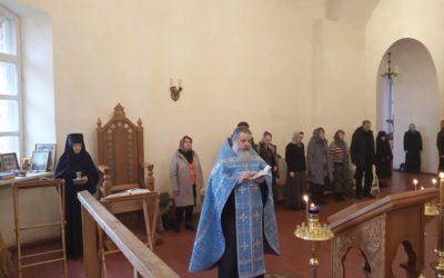 В праздник Похвалы Пресвятой Богородицы на подворье обители совершены вечернее и ночное богослужения