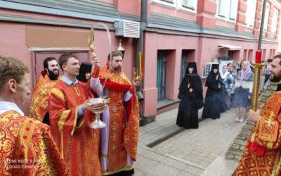 Крестный ход в Неделю жен-мироносиц в нашей обители