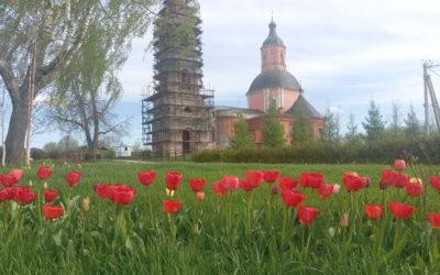Середина мая на подворье обители и в его окрестностях